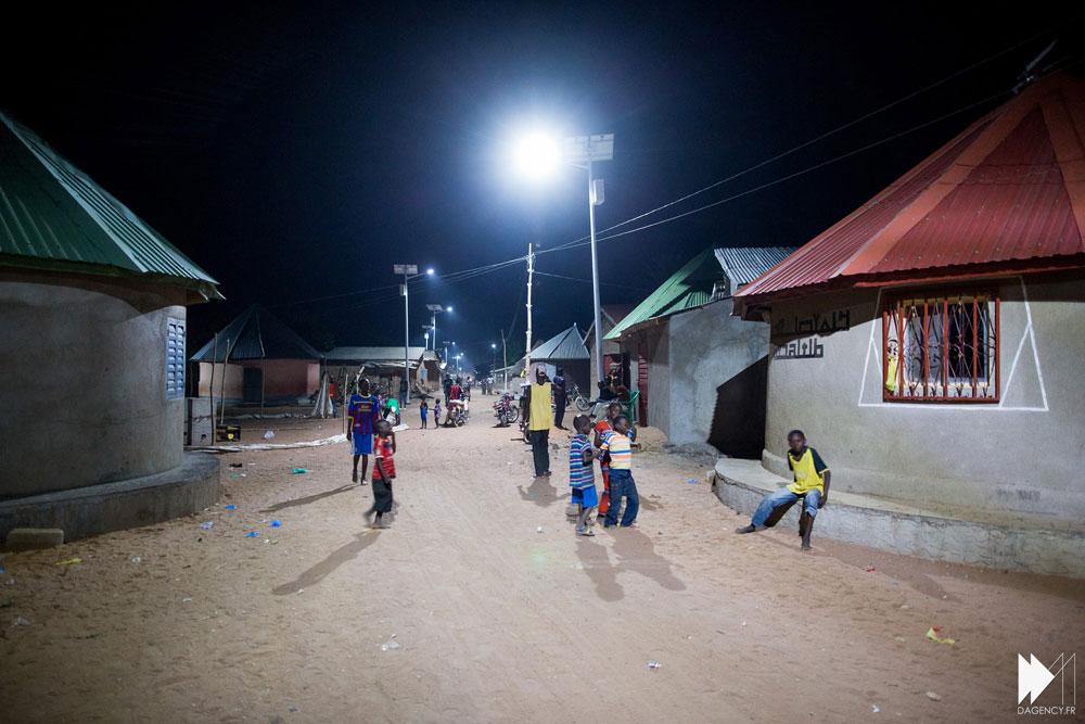 Panneaux-village-nuit.jpg